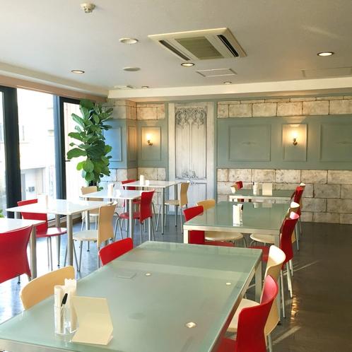 朝食会場が一部フレンチでアンティーク調の雰囲気ある空間にリニューアルいたしました。