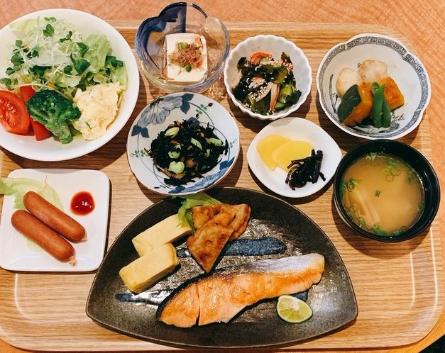 個食朝食プレート(日替わり)