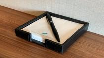 メモ用紙、黒ボールペン