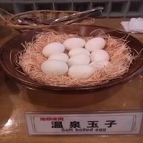 朝食(地元仕入れの卵)
