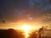 燃え上がる日の出。