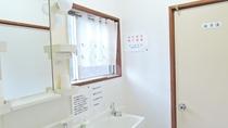 *【館内】共同洗面所。清潔さを心がけています。