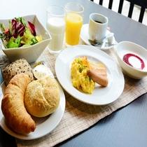 パンを中心としたアメリカンブレックファスト(一例)【朝食営業時間】7:00~9:00