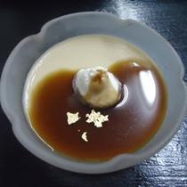 *料理一例:自家製のほうじ茶プリン