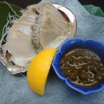 <新鮮なあわびの刺身>市場で吟味した良い食材のみを使用しております。