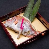 *【夕食一例】春の象徴「桜鯛」。