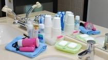 *【浴室の洗面コーナー】ドライヤーや洗顔、乳液などご用意しております!
