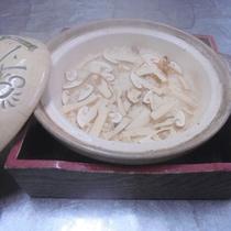 【秋の料理一例】香りもごちそう!松茸御飯