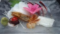 *【お造り盛り合わせ】お料理には、必ずお刺身はお出ししております。