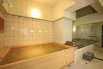 男湯 檜風呂全景