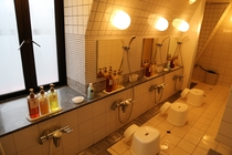大浴場 男湯 洗い場