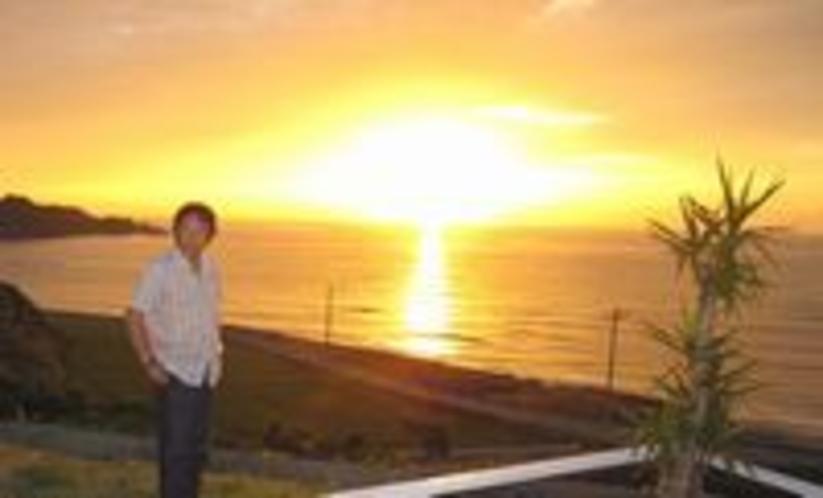 プールサイドからの夕陽