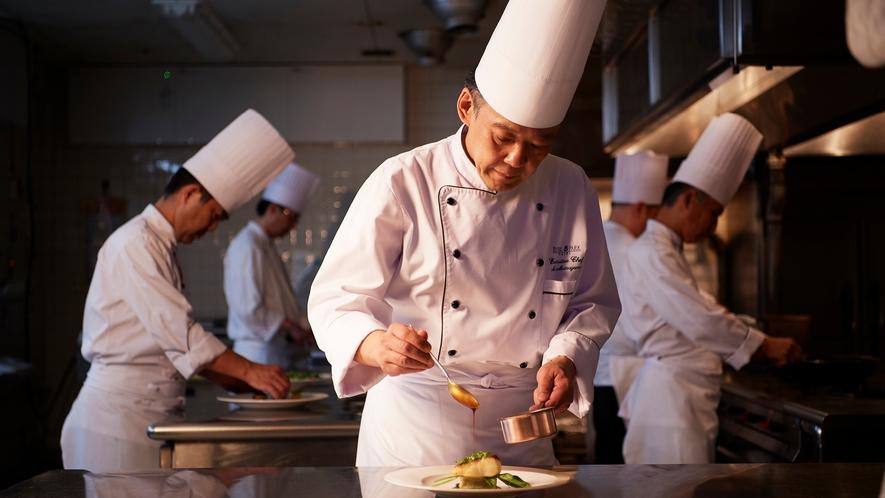ホテル内には和洋中など6つのレストラン、2つのバー&ラウンジと、スイーツ&ベーカリーがございます。