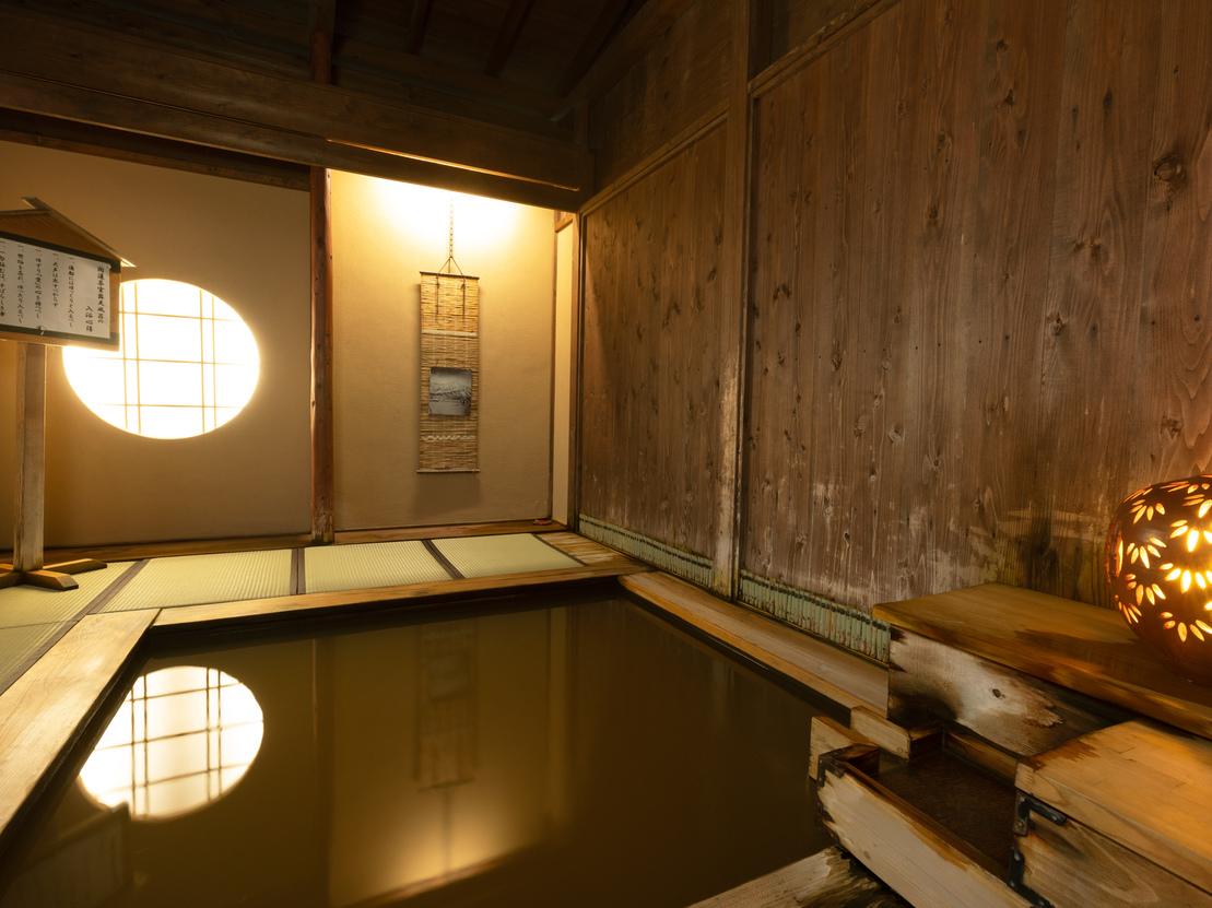 大浴場月みかげの湯・開運茶室露天風呂まるで茶室のような畳敷きの露天風呂。