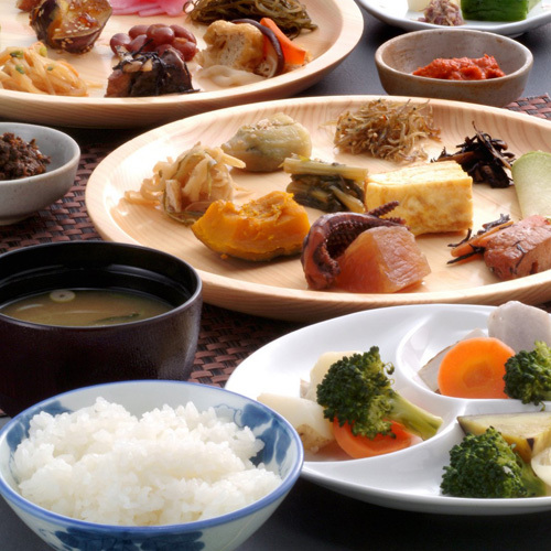 *朝食一例/ご朝食は南魚沼さんのぬか釜炊ごはんと、健康と伝統料理にこだわった田舎料理バイキング!