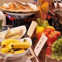 *朝食一例/新鮮なフルーツも各種ご用意しております。