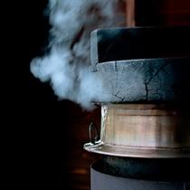 *ぬか釜炊きご飯/ぬか釜で炊いたお米は、南魚沼産のコシヒカリをより一層美味しく召し上がって頂けます。