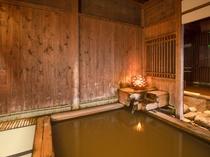 大浴場月みかげの湯・開運茶室露天風呂開運祈願された小判をあしらった個性豊かな露天風呂。