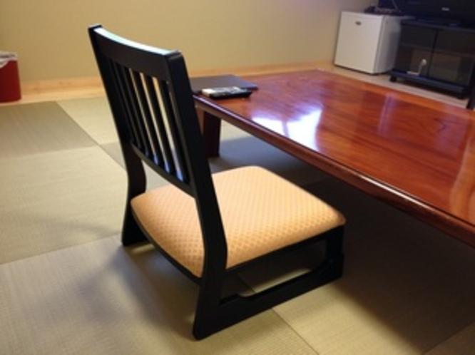 【客室ローチェア】 全室 腰にやさしい座面高約22cm