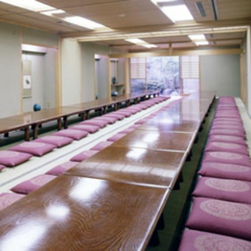 【宴会場】ご利用人数に応じて宴会場をご準備。2名様から最大130名様までご利用いただけます。