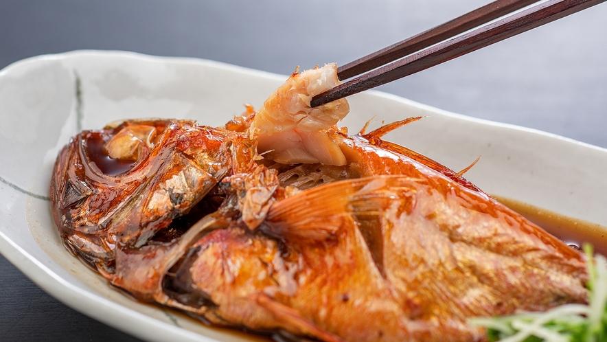 【金目鯛姿煮】熱海に来たら定番の金目鯛の煮つけ。スタンダーの会席コースにてお召し上がりいただけます。