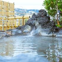 屋上露天風呂_泉質自慢の熱海温泉をたっぷりの湯量で
