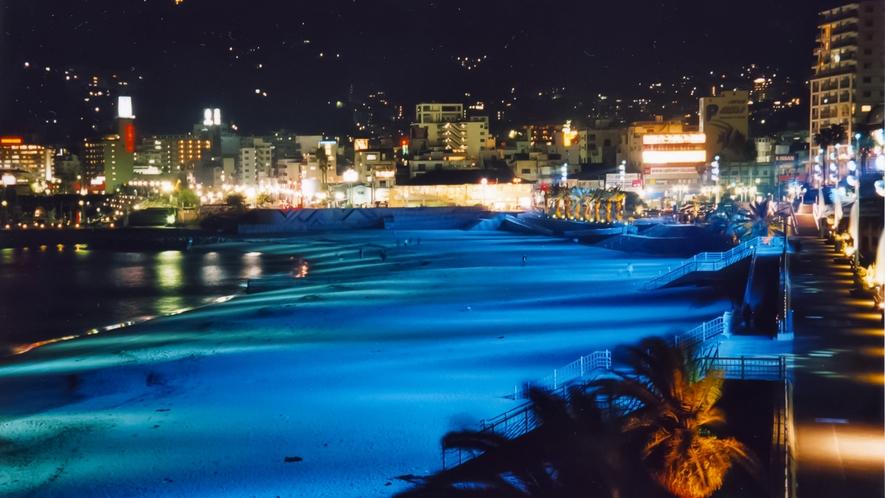 熱海サンビーチは夜間にはライトアップで幻想的に☆お散歩もおすすめ!