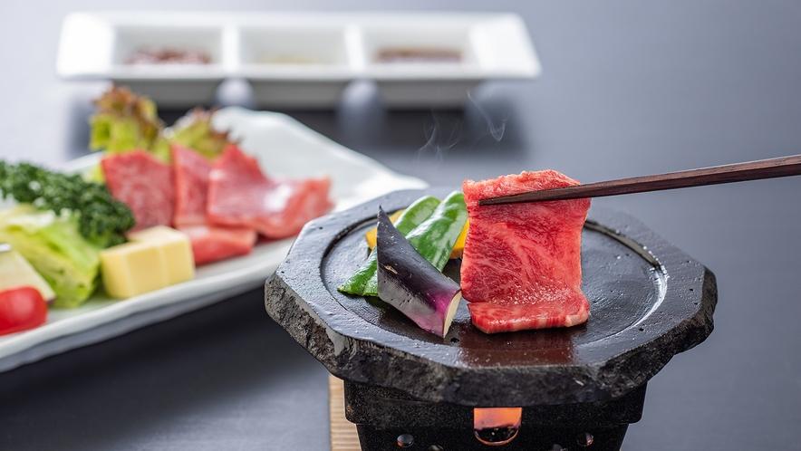 別注料理【和牛陶板焼き】こだわりの和牛を熱々の陶板に乗せ、お好みの焼き加減でお召し上がり頂けます。