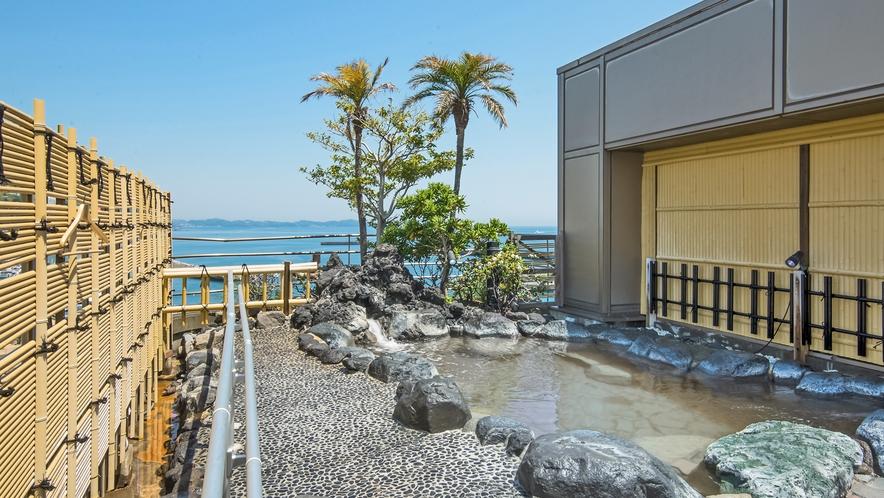 熱海湾を望む屋上露天風呂では熱海温泉をお楽しみいただけます!