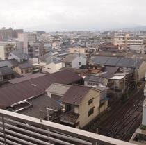 <客室風景>京福電車(嵐電)の見えるお部屋もあり