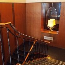 バー・アルコバレーノへ続く階段