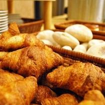 ★焼き立てさくさくクロワッサン(朝食バイキング)