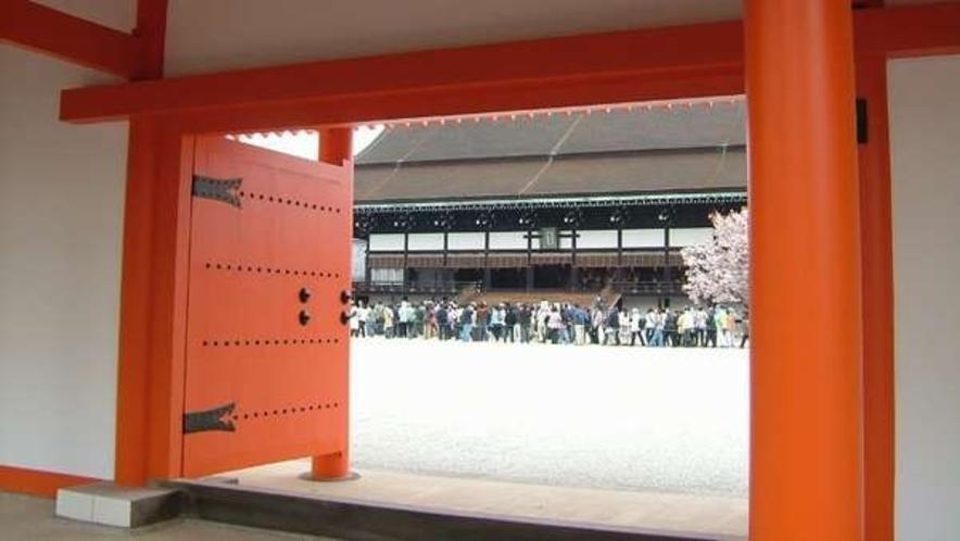 京都御所は毎年春と秋に一般公開があります。