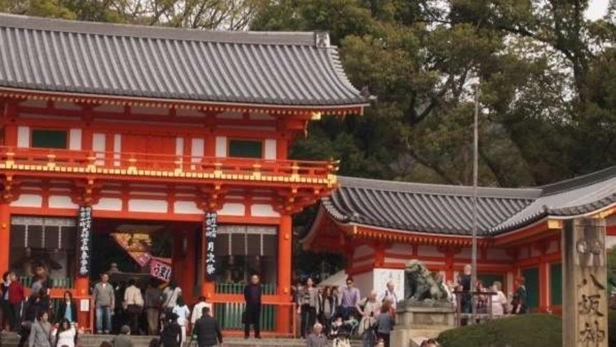 八坂神社。通称「祇園さん」オンシーズンはさすが賑わってます!