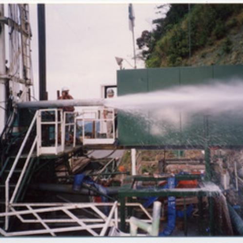 掘削深度2350メートルより、47度のお湯が噴出!!