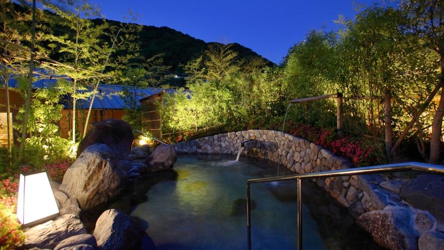 椿の湯「城壁露天風呂」ライトアップ