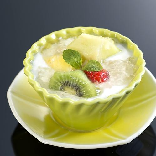嶺岡豆腐フルーツ添えイメージ※フルーツの内容は季節により異なります。