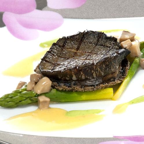 ■蒸し鮑ステーキ(別注料理)