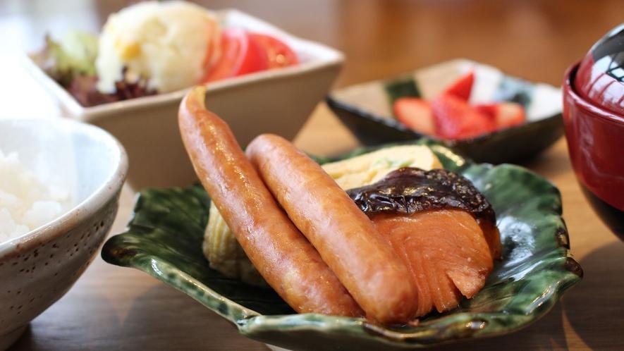 *[お子様朝食一例]新鮮な地元食材を使ったこだわりの健康朝食