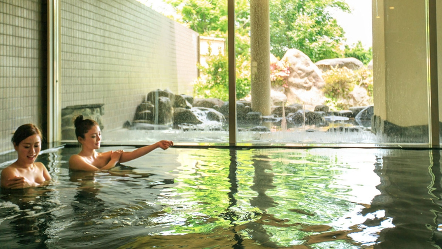 <桜ヶ池温泉>大浴場/お母さんの胎内にいるような羊水に類似した天然温泉