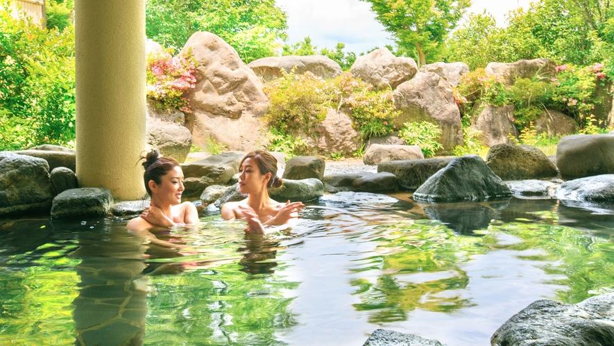 <桜ヶ池温泉>露天風呂/季節の木々が心を癒し、やさしい温泉が体を癒す