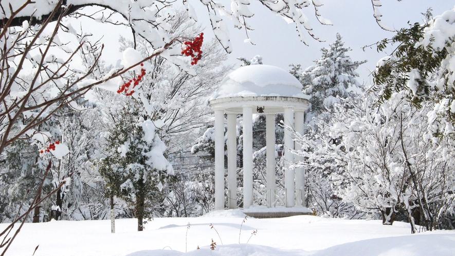 <ガーデン>ガゼボと雪