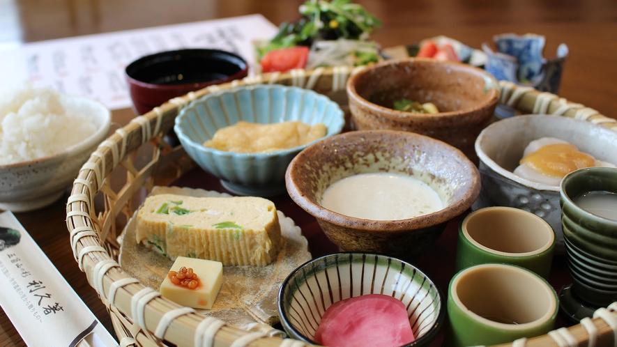 *[朝食一例]新鮮な地元食材を使ったこだわりの健康朝食