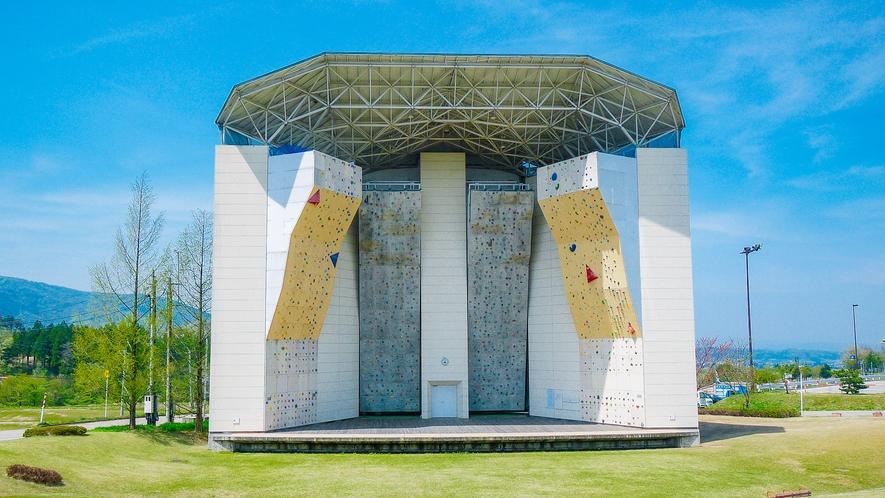 <桜ヶ池クライミングセンター>ジュニアオリンピックカップが開催される本格施設/当館に隣接