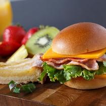 ご朝食メニュー例 自分好みにカスタム出来る「セレシバーガー」