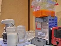 【朝食バイキング一例】有名ホテル御用達サプリメントドリンク。11種類のビタミンをたっぷり補給!
