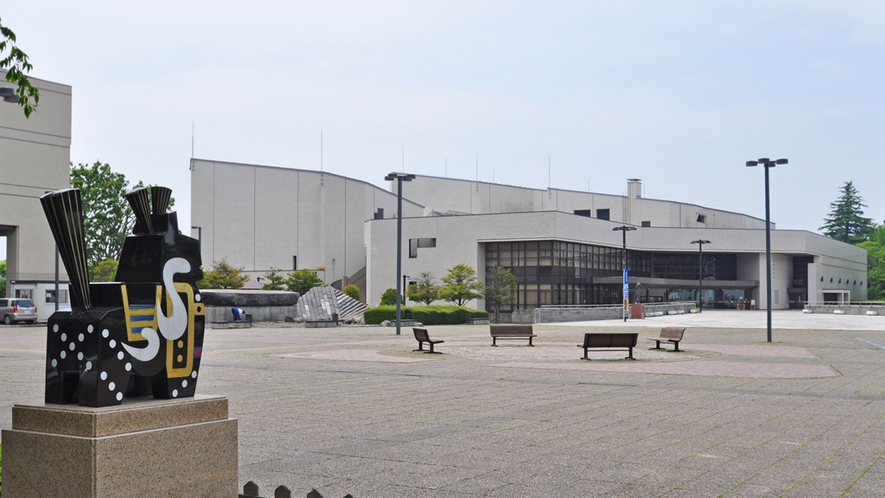 【周辺】八戸市公会堂