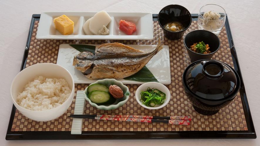 和朝食では近海で獲れたアジの開きが人気です。