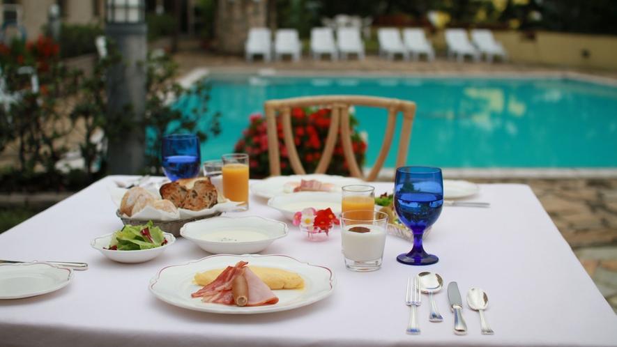 朝食イメージ・窓からの景色を見ながらゆったりとお過ごしください。