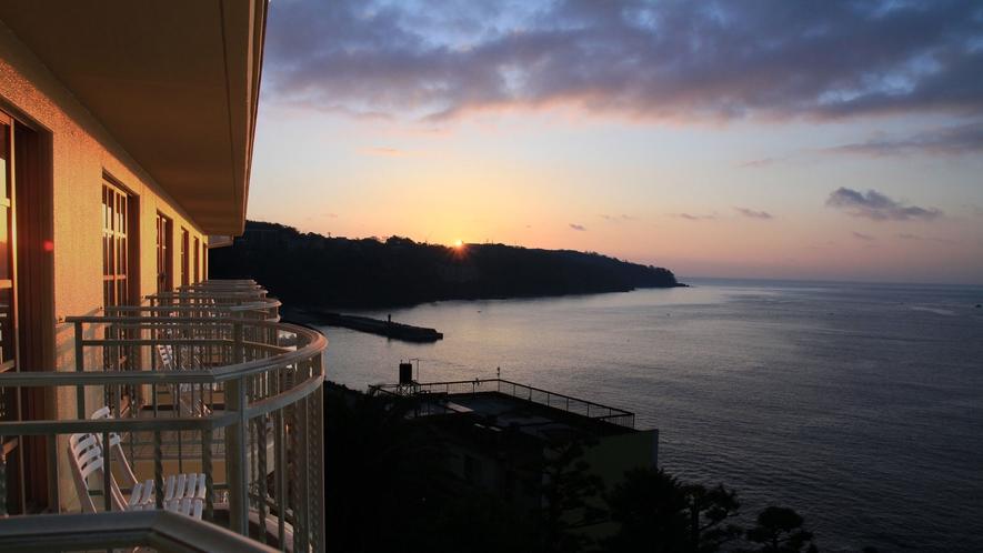 客室からの眺望・朝焼け